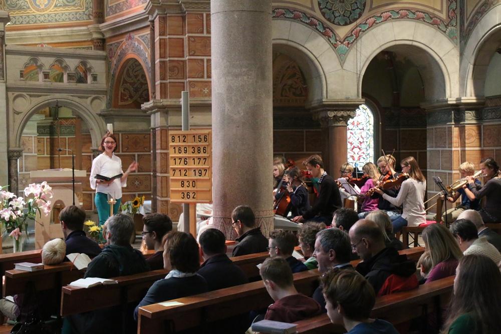 Kinder und Jugendliche unserer Gemeinde musizieren unter der Leitung von Bettina Preußker