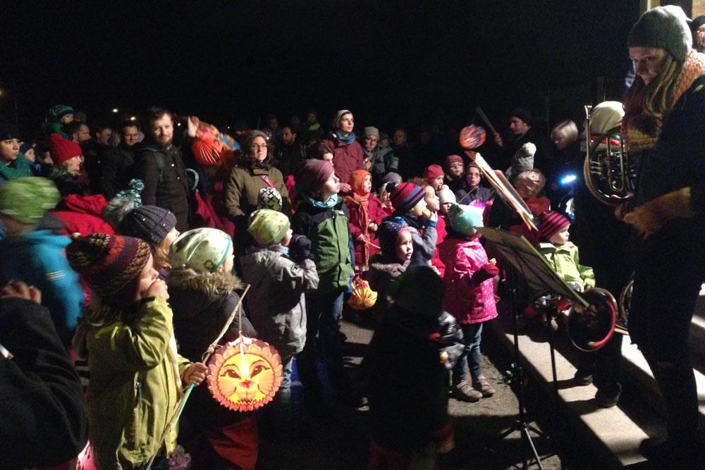 Viele Kinder kamem mit ihren Familien zum Martinsfest