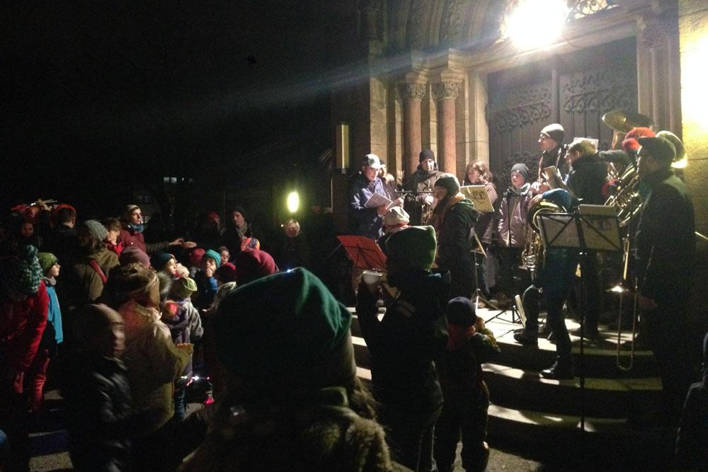 Begleitet von der Bläsergruppe erklangen Lieder
