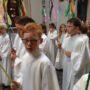 Erstkommunionkinder bei der Fronleichnamsprozession auf der Schlossstraße