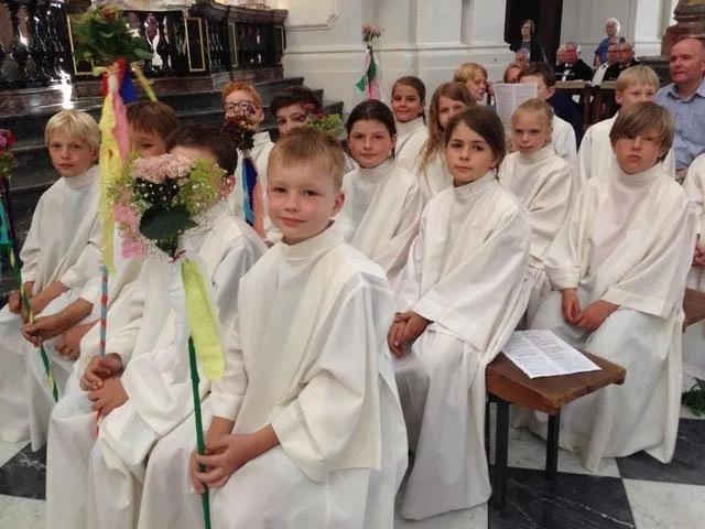 Erstkommunionkinder aus St. Martin während des Gottesdienstes
