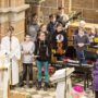 Eine bunte junge Pfarrei, hier die Instrumentalisten (oder Junge Band) mit Bettina Preusker, die einige Gemeindelieder begleiteten