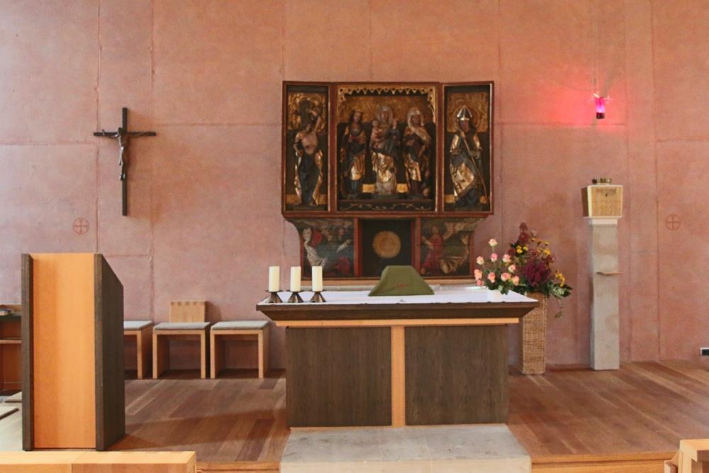Altar in der Naundorfer Kapelle