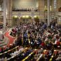 Gemeinde zur Predigt