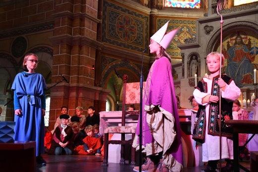 Martin bittet Bischof Hilarius um Rat.