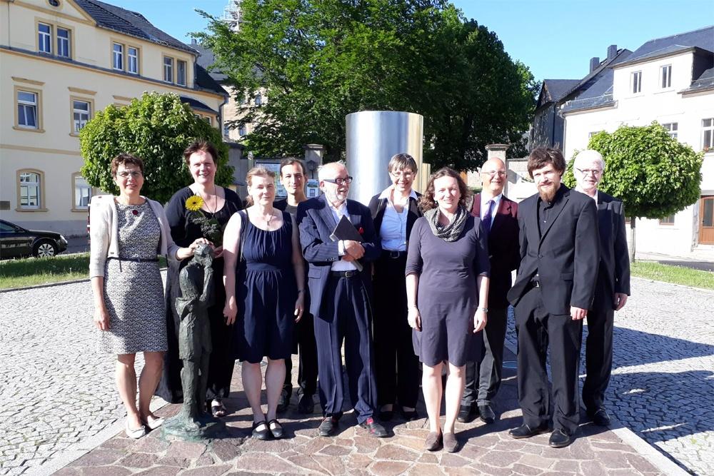 Tief erfüllt mit schönen Klängen – die Dresdner – vor dem Silbermannbrunnen in Frauenstein