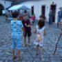 Gleich geht die Goldmarie durch das Tor – Märchenspiel der 3. Klasse unter Leitung von Martina
