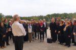 Gebet auf der Terrasse vor dem Einzug in die Kapelle