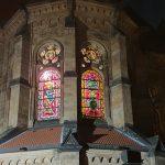 Kirchenfenster-Martin beim Mantelteilen