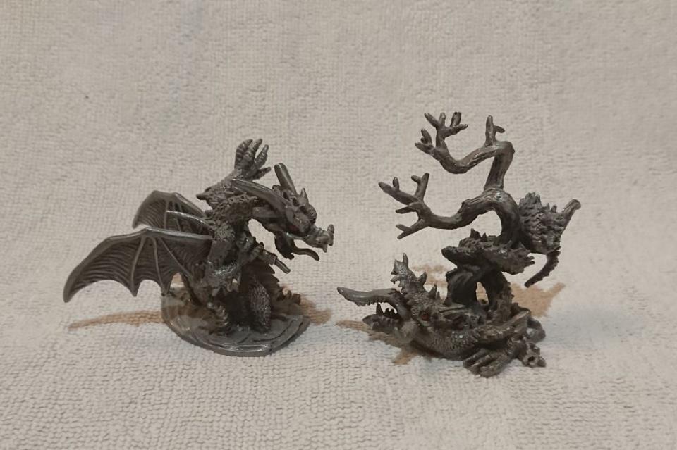 2 Drachen kämpfen